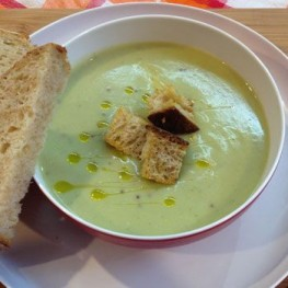 Cauliflower, Broccoli and Mustard Soup with Bread Croutons