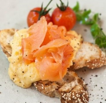 Smoked Salmon with Creamy Scrambled Eggs & Chives